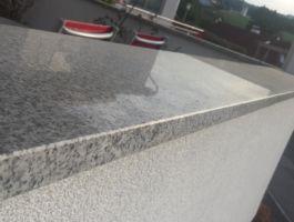 Mauerabdeckung in Granit Crystall Grey poliert