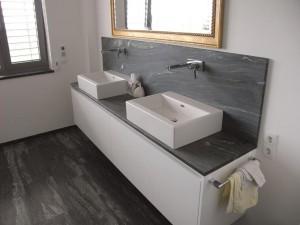Waschtisch und Wandplatte in Pannonia Grün